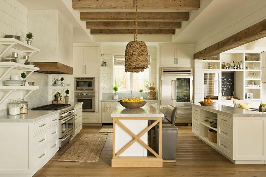 techo de la cocina con vigas de madera