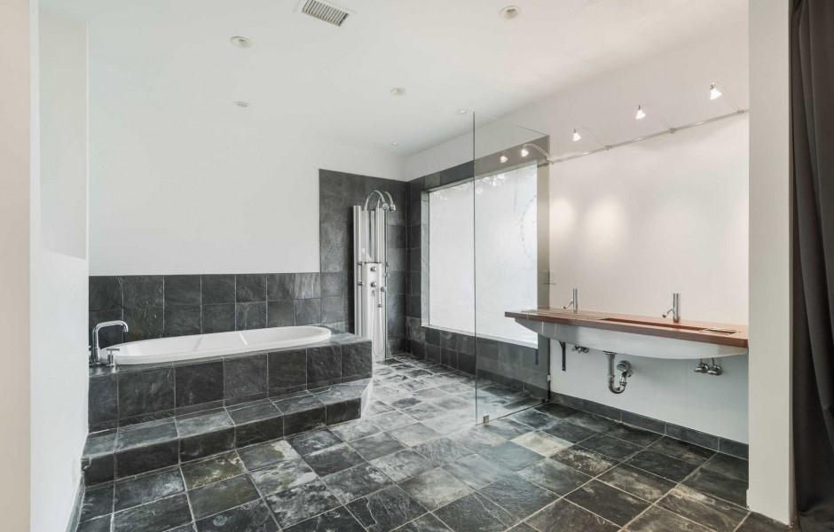 Cuartos de baño con ducha y bañera