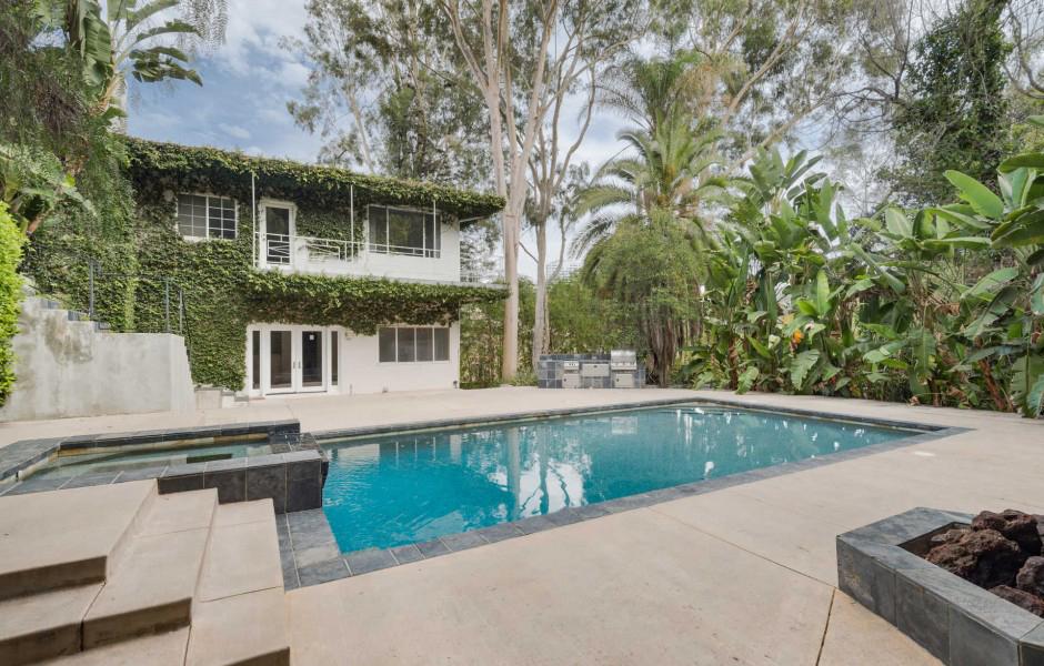 Una casa con piscinapara disfrutar