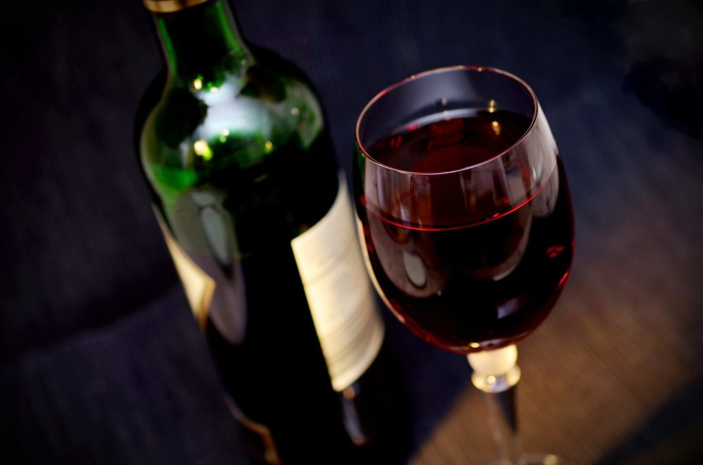 Cómo controlar en el alcohol en una cena de navidad en familia
