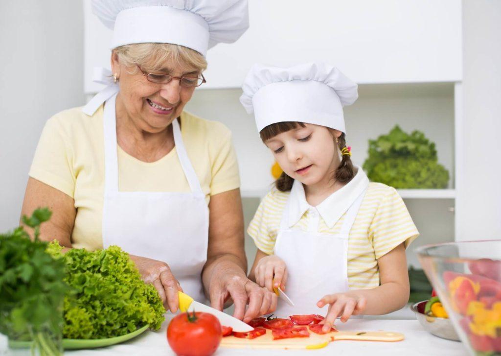 Por qué cocinar con tu abuela es un gran plan